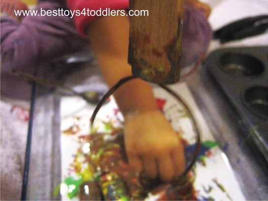 Cork and Gummy Painting - #31DaySensoryPlayChallenge - getting creative with painting using kitchen items!