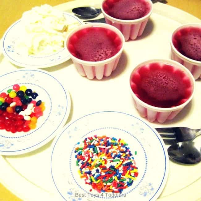 Set up everything and invite kids to play and decorate jelly cakes.