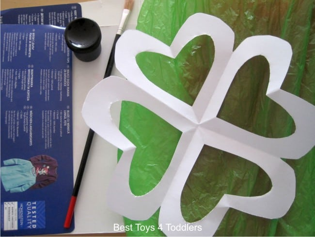 Plastic Bag Shamrock Suncatcher - craft project for kids using items from recycle bin, part of #junkplay challenge