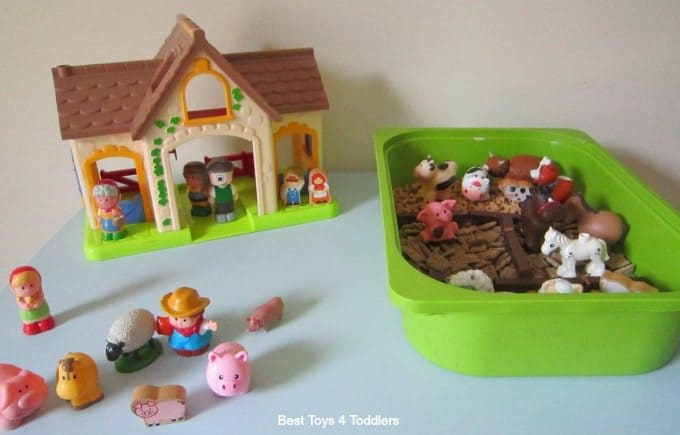 Farm yard sensory play