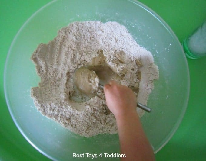 Mixing Kinetic sand