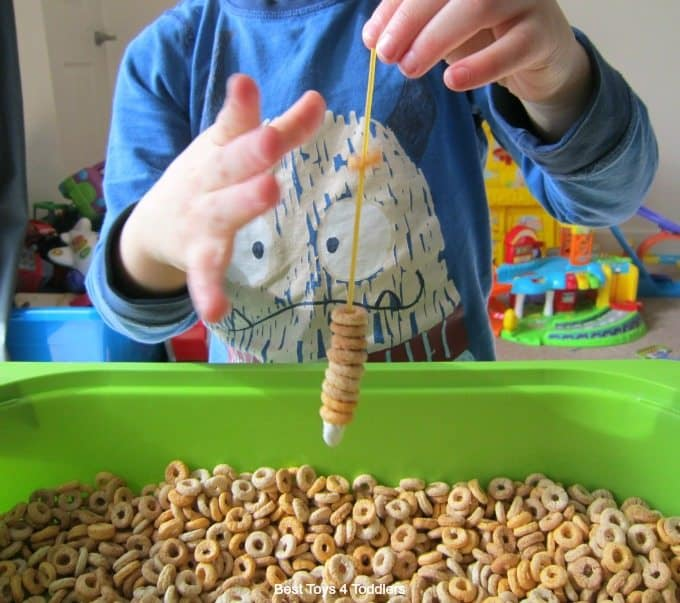 Fine motor skills with cereal