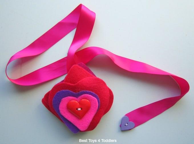 Heart button snake