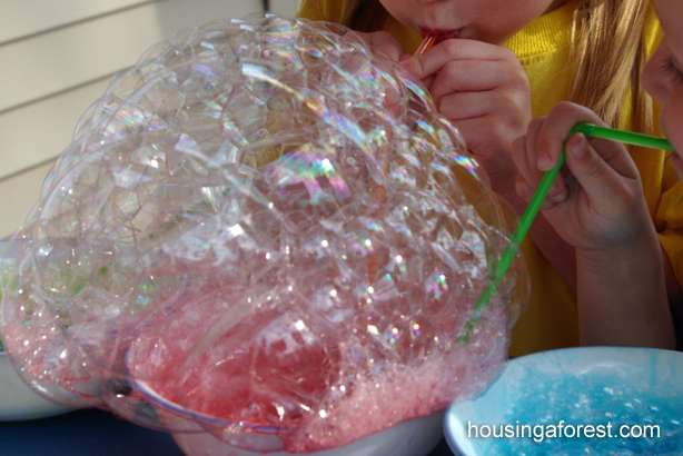 33 Out of the Box Activities with Drinking Straws - bubble painting