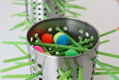 33 Out of the Box Activities with Drinking Straws -  DIY kerplunk game
