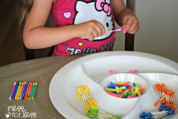 33 Out of the Box Activities with Drinking Straws - color matching activity for toddlers and preschoolers