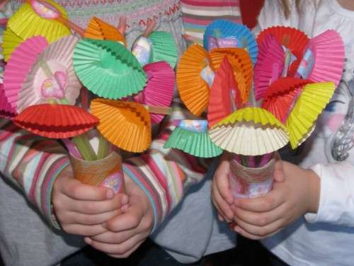 33 Out of the Box Activities with Drinking Straws - spring flowers